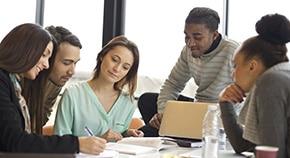 RE 教育:领导、创新与变革